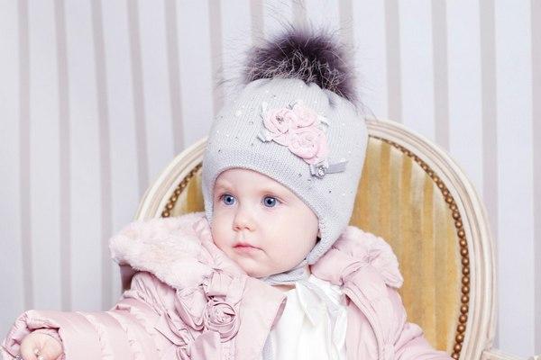 Поступление зимних шапочек с помпонами из натурального меха